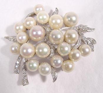 AKOYA PEARL & DIAMOND PIN